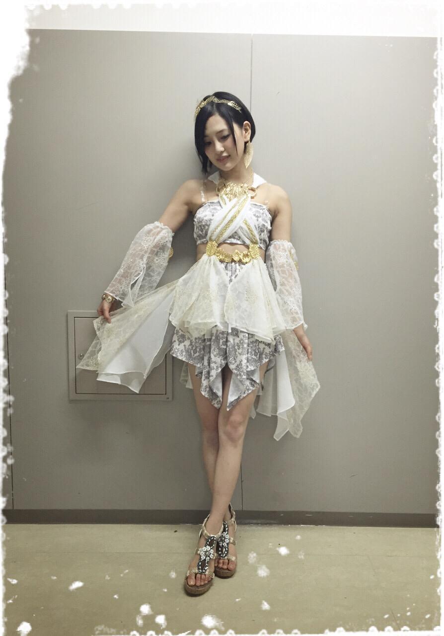 白い妖精みたいなHKT48。