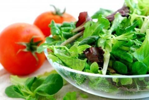 779086-fresh-greens-salad-and-tomatoes-close-up
