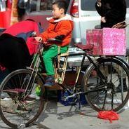 自作?中国的幼児用補助椅子