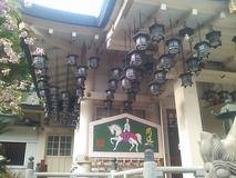 難波八阪神社的軒下光景