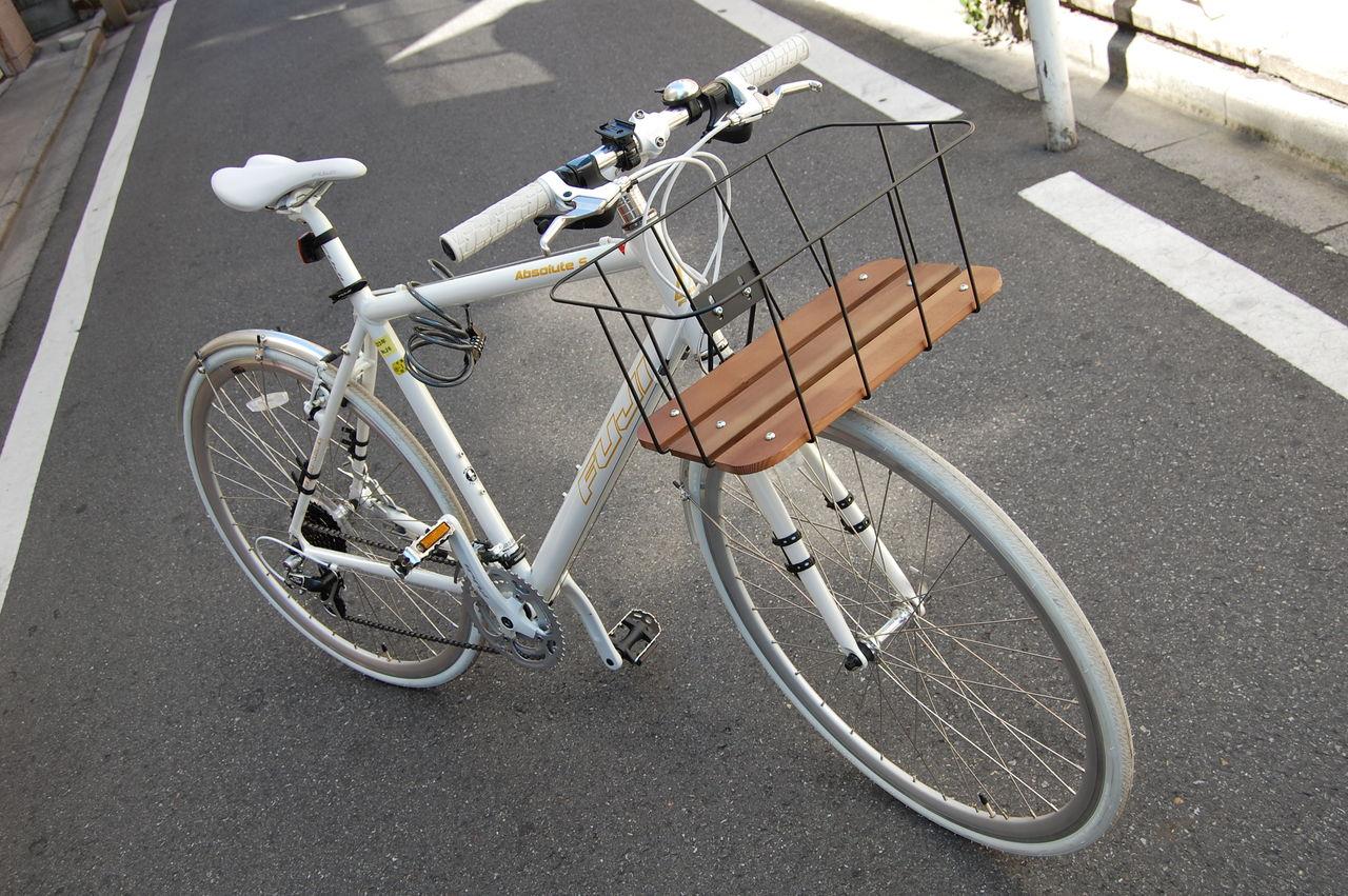 Amazon | 空気入れ不要! ノーパンク自転車 カゴ付き …