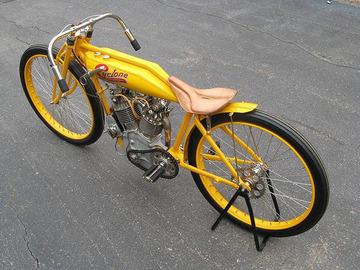 cyclone_board_track_racer