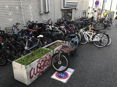 東京って歩道の柵に自転車とめてたら撤去される?