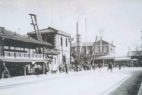 烏丸通から望む初代京都駅
