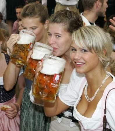 german-oktoberfest-girls
