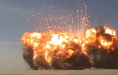 車検待ちのワゴン車が爆発 警察「猛暑のせい」