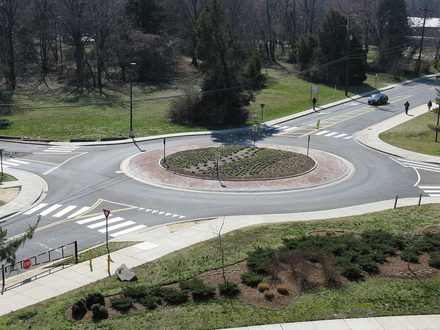 800px-2008_03_12_-_UMD_-_Roundabout_viewed_from_Art_Soc_Bldg_4