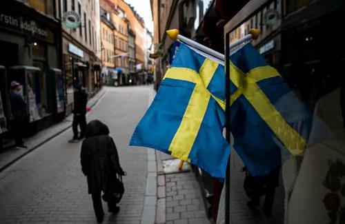 集団免疫作戦のスウェーデン政府「やっぱり規制強化するわ。言うこと聞かない国民が多すぎる」