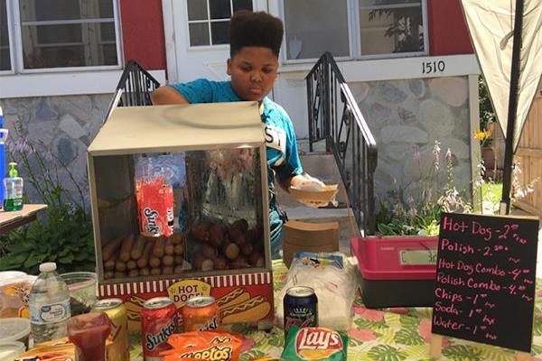 【やさしいせかい】13歳少年が無許可でホットドッグ店を営業 →市衛生局に見つかった結果・・・