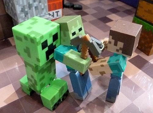minecraft_steve_creeper_figures