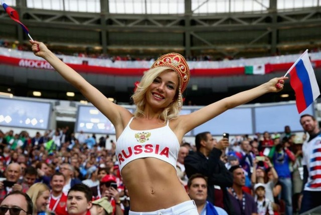Photos-of-hot-female-fans-in-World-Cup-2018