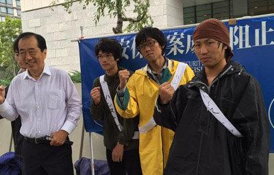 学生グループのハンストに菅元首相と福島みずほ氏が登場!一方、ツイッター民は飯テロ爆撃を開始wwwwwの画像