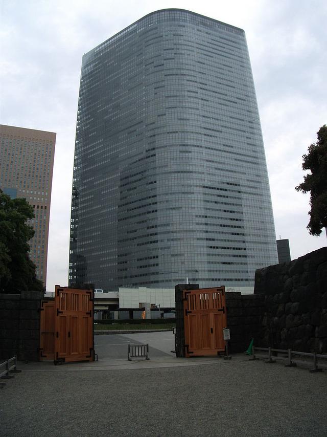 800px-Dentsu_Headquarters_Building(Hamarikyu_side)