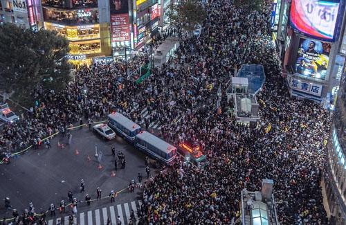 【ハロウィン】東京新聞、「No!Go to 渋谷」という意味不明なスローガンを掲げてしまう