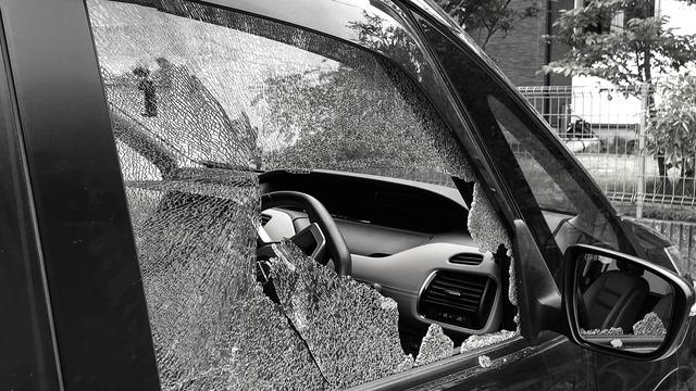 【世紀末】名古屋で車の窓ガラスが割られマスク20枚盗まれる事件発生 警察「今後増えるだろう」