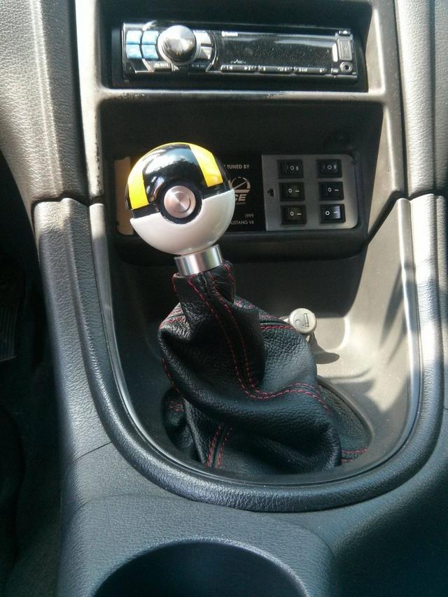 【俺も欲しいィィッ!!】自家用車のシフトレバーをモンスターボールにした男性があらわるwww はちま起稿
