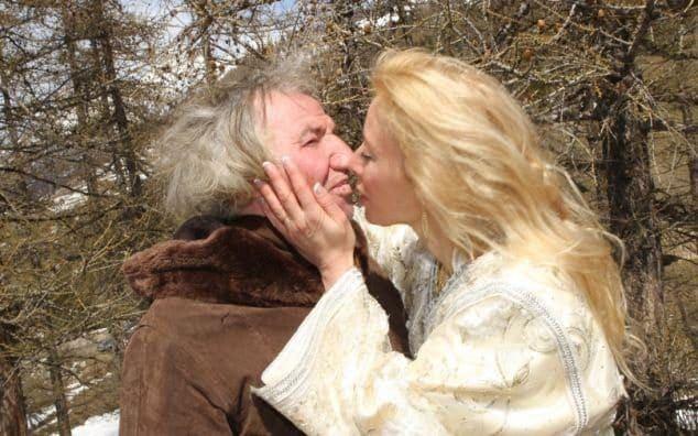 Amphoux-and-wife-kissing-large_trans_NvBQzQNjv4BqM37qcIWR9CtrqmiMdQVx7CH0-jRUT4rHK8EgtaGoQwQ.jpg