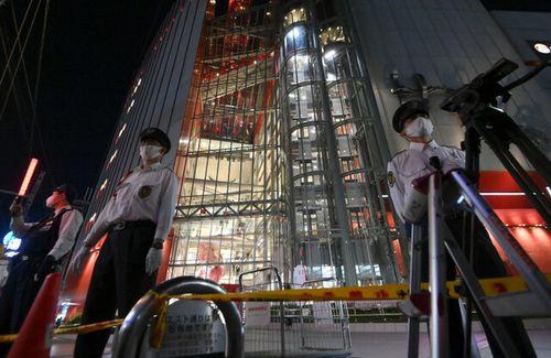 大阪・梅田で男性が飛び降り自殺 → 真下に居た女性に直撃 → 最悪の展開に…