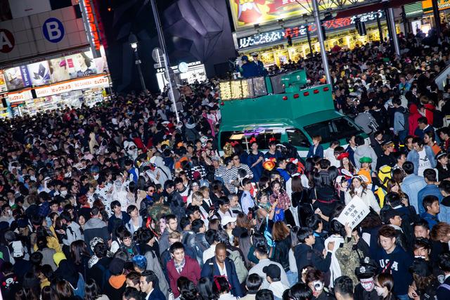「ハロウィンに渋谷に来ないで!」区長が呼びかけ「代わりに○○するから!」