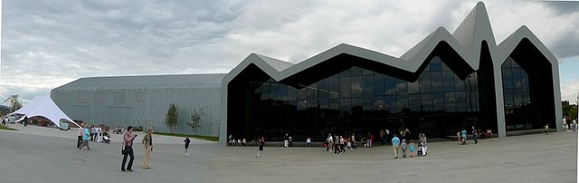 800px-Riverside_Museum,_front_panoramic