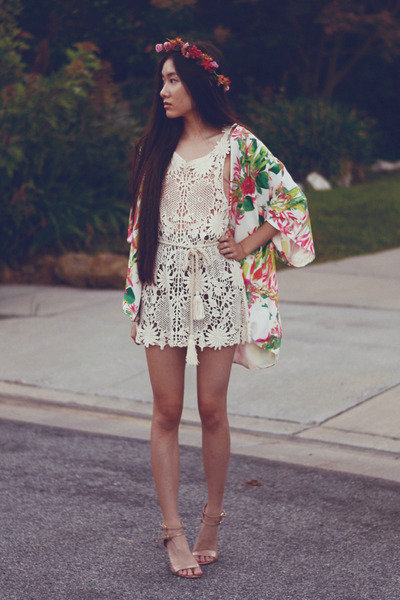 crochet-awwdore-dress-floral-kimono-lovers-friends-cardigan_400