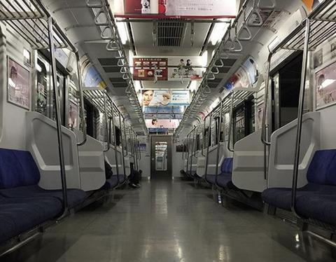 夜の電車が