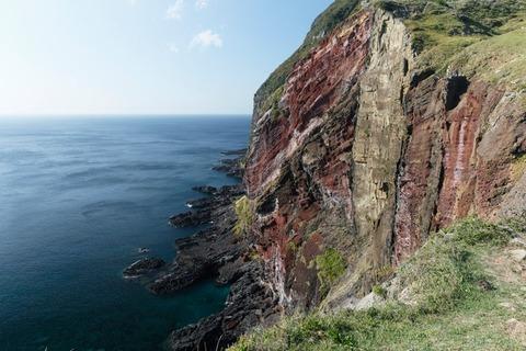 石を産む崖