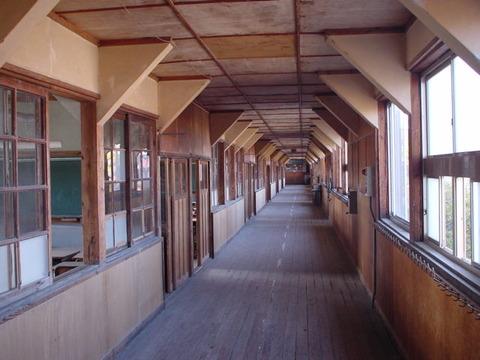 老朽化した学校