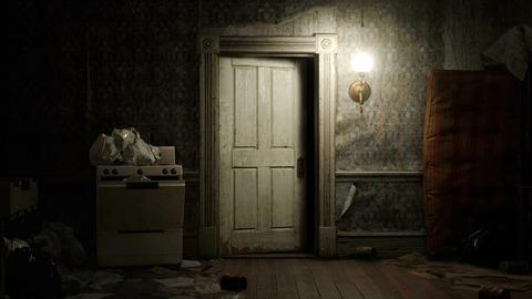 ドアの向こうに