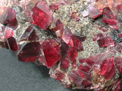 赤い石の呪い