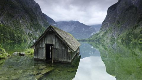 廃墟の小屋