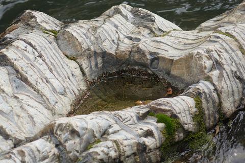 岩のくぼみ