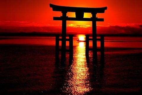 夕焼けの神社