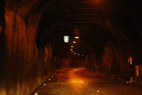 神隠しのトンネル