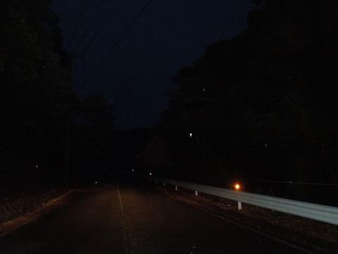 怖いトンネルへの道