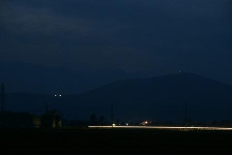 山の発光体
