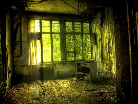 廃墟の幽霊