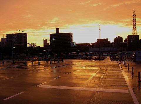 夕焼けの駐車場