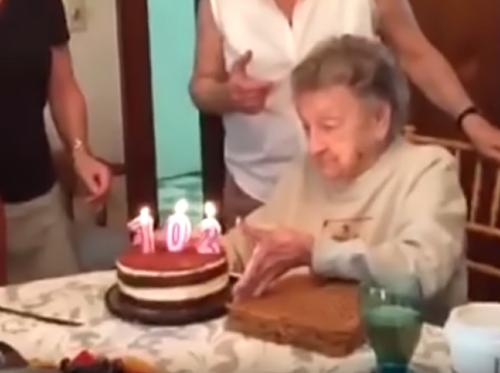 102歳のお婆ちゃんの誕生日!まさかのハプニングが…