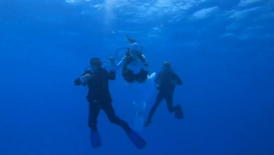 married-in-underwater3