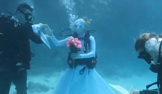 married-in-underwater1200