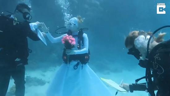 married-in-underwater4