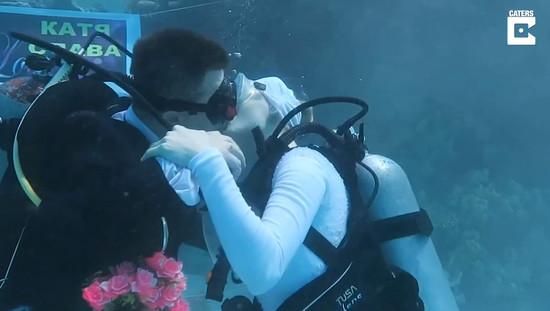 married-in-underwater5