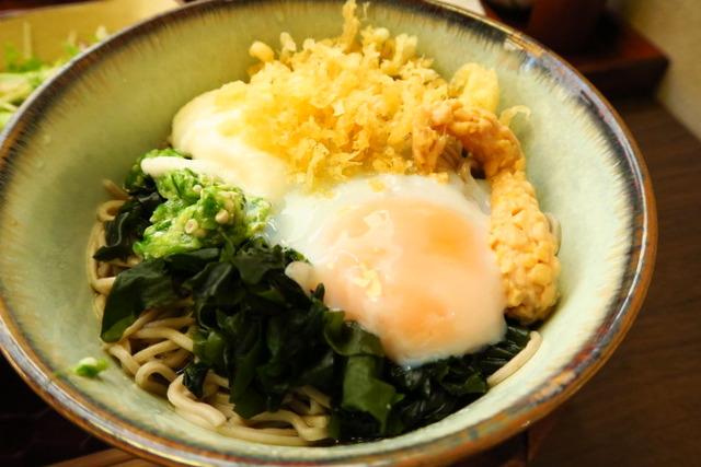 【浜松町】ネバネバがたまらない!ぶっかけ蕎麦とサクサク衣の天丼ランチを堪能。「地酒屋 藪へゑ 浜松町店」