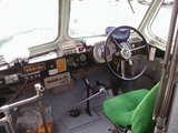 ボンネットバス運転席