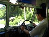ボンネットバスの運転手さん