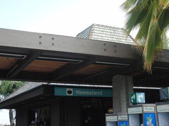 コナ国際空港ニューススタンド