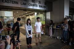 香港 「民主の女神」保釈される「不正義には屈しない」