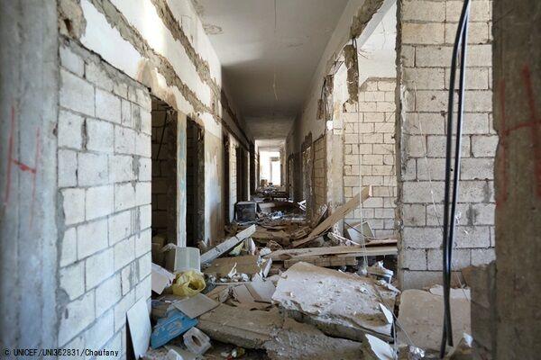 爆発で大きな被害を受けたカランティーナ公立病院。(C) UNICEF_UNI362831_Choufany