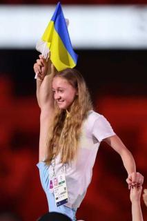 閉会式最中 中継に一瞬だけ映ったウクライナ女子が話題「凄いところで開脚してた!」